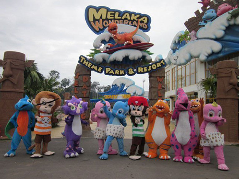 theme park essay Amusement parks - something for everyone people parks essay - like i holiday themed section while the water park has just one main theme of a.